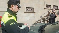 Un juez falla que solo se puede multar una vez a un vehículo mal estacionado varios días