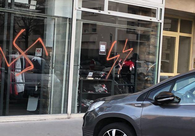 À Lyon, des croix gammées et des insultes racistes taguées sur des
