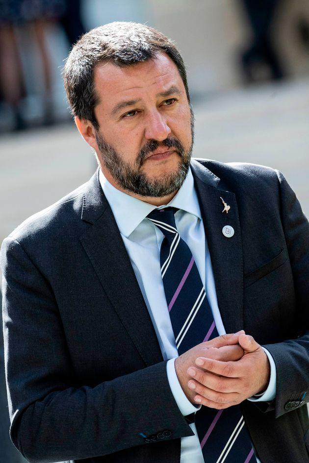 Arrêtons-nous sur l'Italie, précisément, dont la crise politique et institutionnelle...