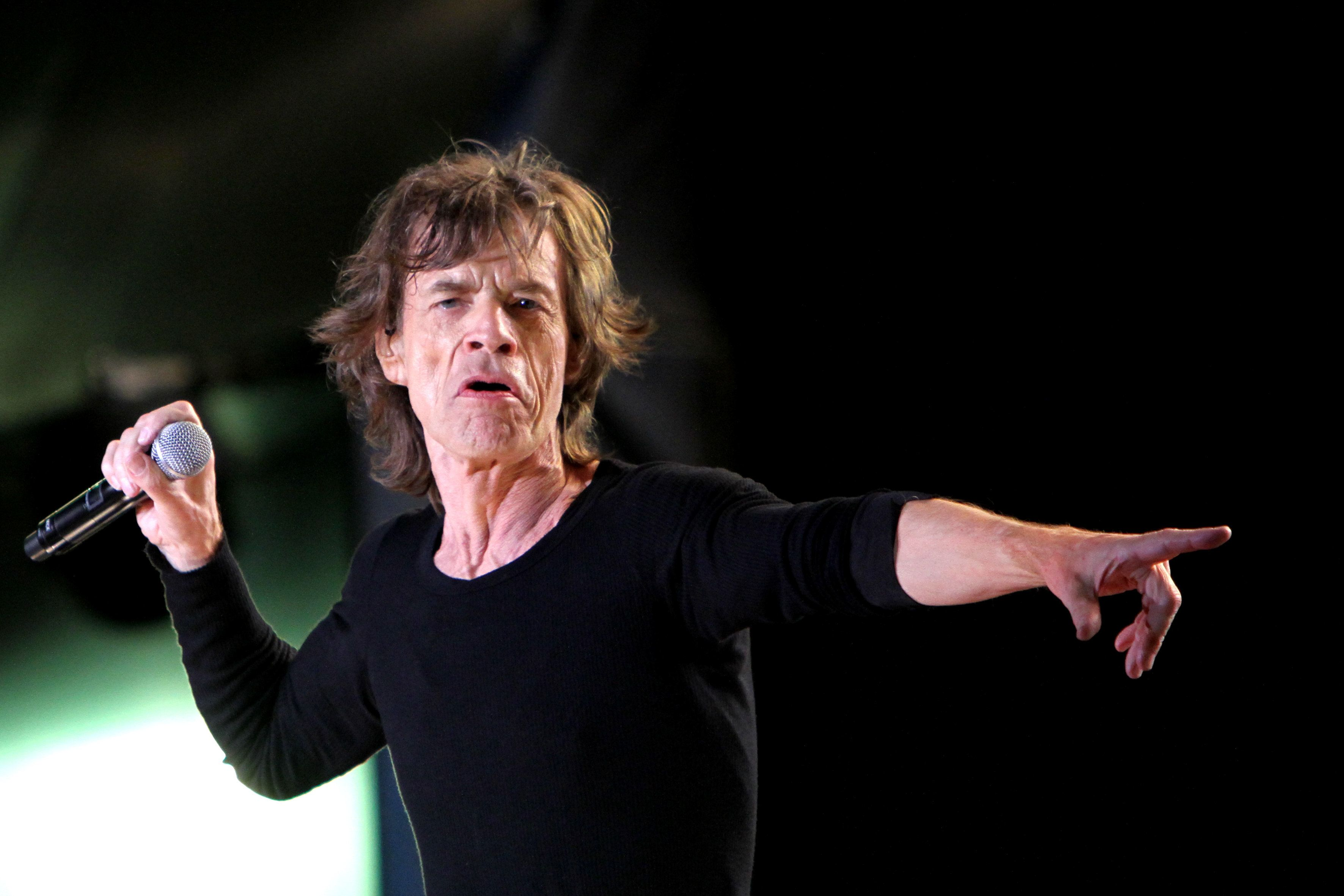 Mick Jagger se recupera de una exitosa operación del