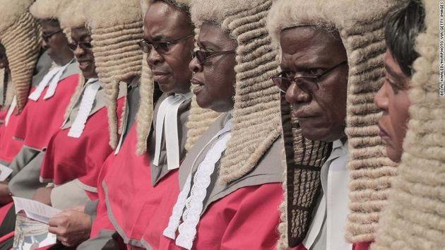 Οργή στη Ζιμπάμπουε: Δαπανήθηκαν 140.000 ευρώ για περούκες