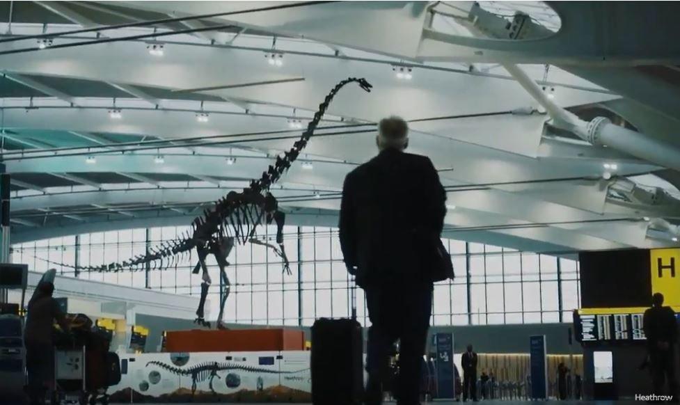 Ποιός είναι ο «Skinny» που υποδέχεται τους ταξιδιώτες στο αεροδρόμιο