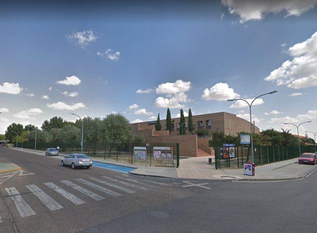 Vista exterior de la piscina de Torrijos en la que se ha localizado la