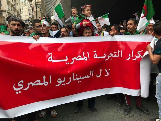 Des manifestants à Alger centre trois jours après la démission de Abdelaziz Bouteflika...