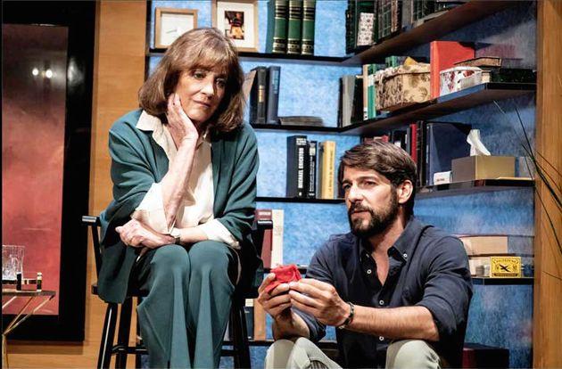Carmen Maura y Félix Gómez en una escena de 'La