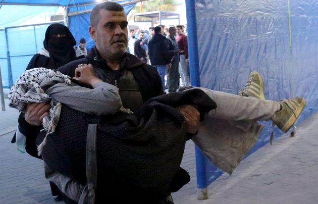 Πάνω από 80 τραυματίες σε συγκρούσεις στα σύνορα της Λωρίδας της Γάζας με το