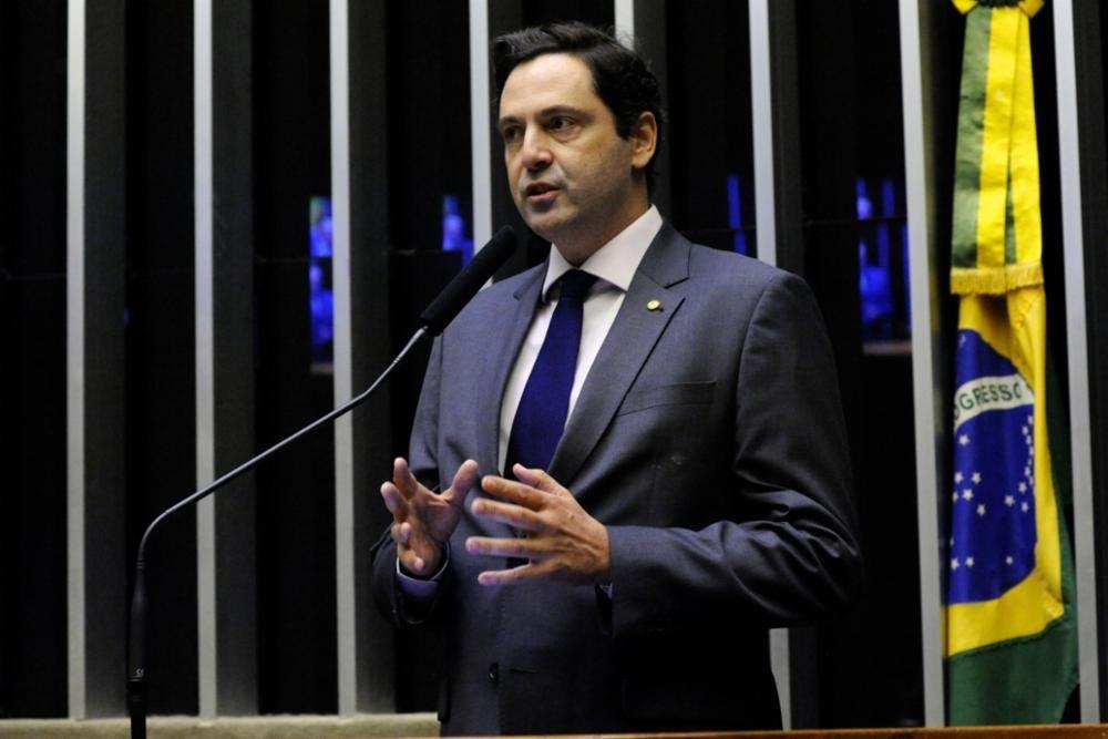'Bolsonaro vai manter popularidade porque é única coisa que ele tem', diz deputado e