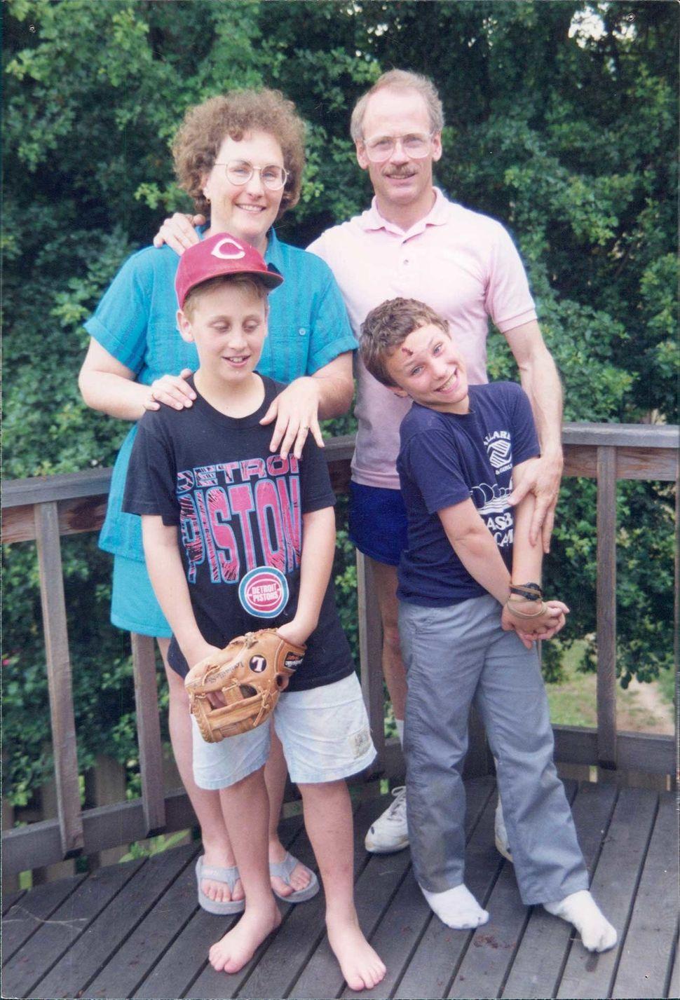 Foto minha com minha família, quando eu tinha 9 anos. Meus pais ainda dizem que não tinham...
