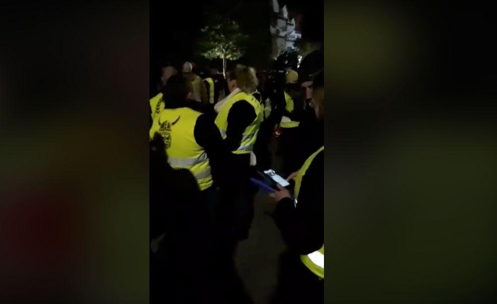 Plusieurs dizaines de gilets jaunes s'invitent devant la villa des Macron au