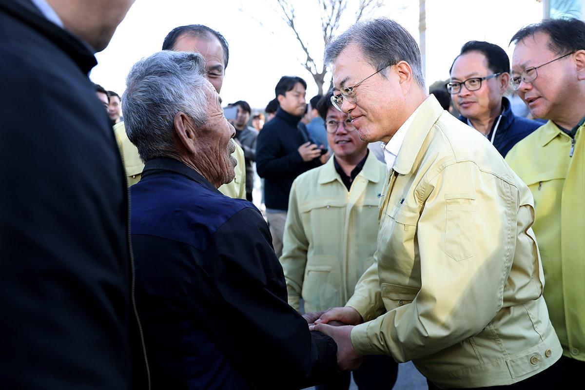 문재인 대통령이 강원도 산불 피해지역을 '특별재난지역'으로