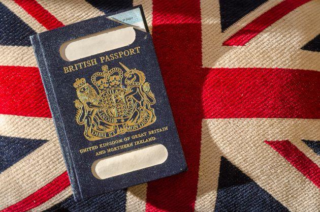 영국의 '아이콘', 푸른색 여권.