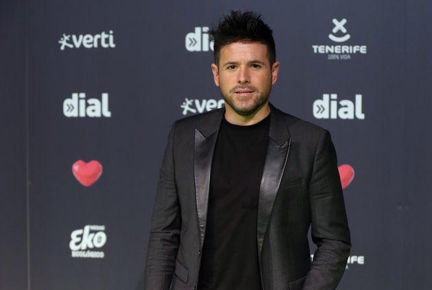 Pablo López toca en Metro de Madrid junto a uno de los concursantes de 'La