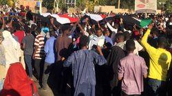 Soudan: poursuite d'une manifestation devant le QG de