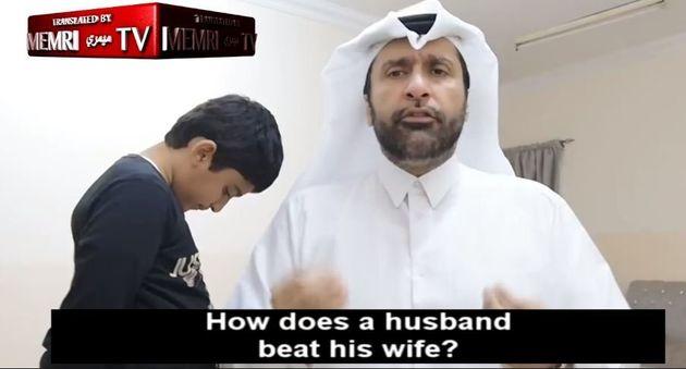 Κοινωνιολόγος στο Κατάρ εξηγεί σε βίντεο τον σωστό τρόπο για να δέρνει κανείς τη γυναίκα