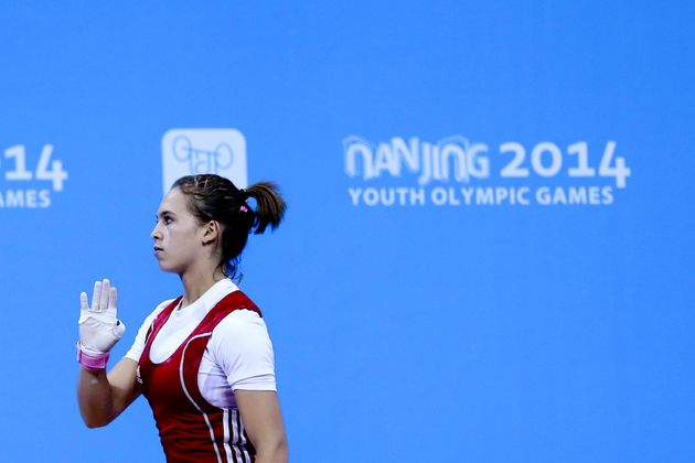 Haltérophilie: Nouha Landoulsi, l'haltérophile tunisienne qui a soulevé 97 kg à l'arraché et battu le...