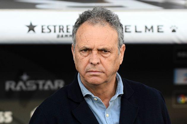Joaquín Caparrós, entrenador del Sevilla, anuncia que padece