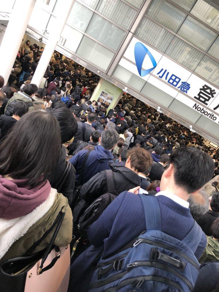 小田急線全線ストップで通勤の足を直撃 運転再開もダイヤ乱れ 千代田線や都営新宿線にも遅れ