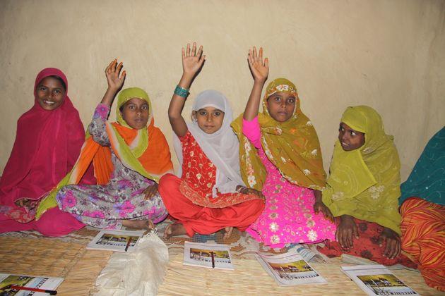 女の子が自分の身を守り、経済的に自立できるよう、トレーニングを実施
