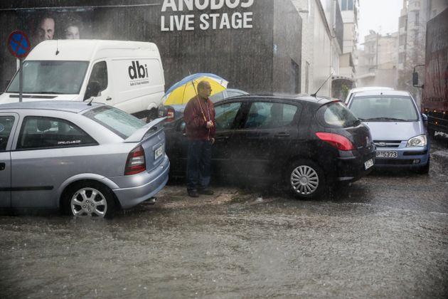 Εκλεισε η Πειραιώς λόγω πλημμύρας, βροχές και καταιγίδες όλη την