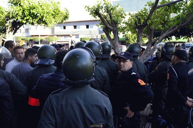 Manifestation à Al Araoui (Nador) en soutien aux détenus du Hirak dispersée par...