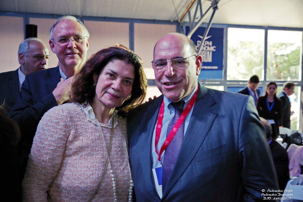 Η κα Παγώνη μαζί με τον κ. Οδυσσέα Κυριακόπουλο.