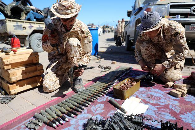 Λιβύη: Εντείνεται η μάχη για την Τρίπολη, ενώ οι νεκροί