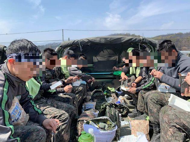 육군 공식 계정에 올라온 사진이 많은 사람을 분노하게