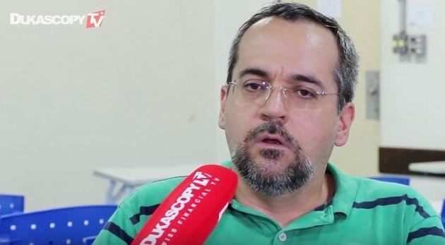 Bolsonaro demite Vélez e indica Abraham Weintraub para chefiar o