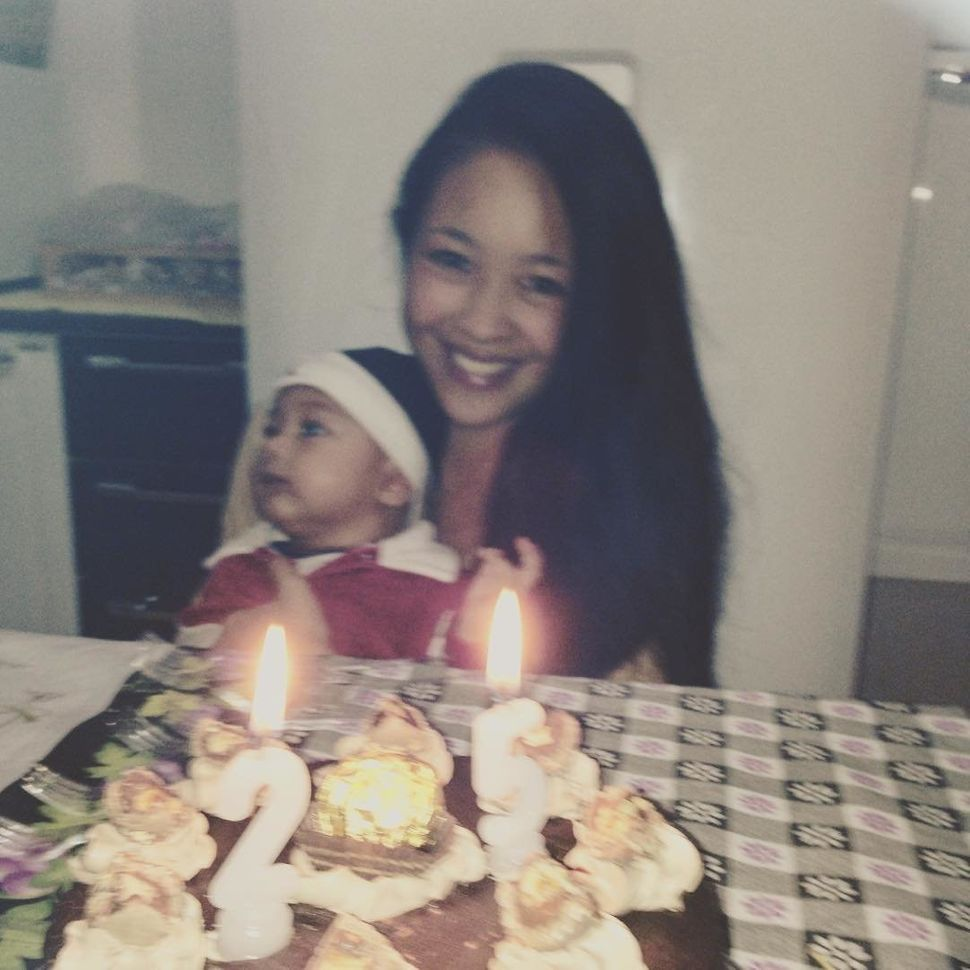 Kat and her son celebrate her 25th birthday in their home in São Paulo in 2016.