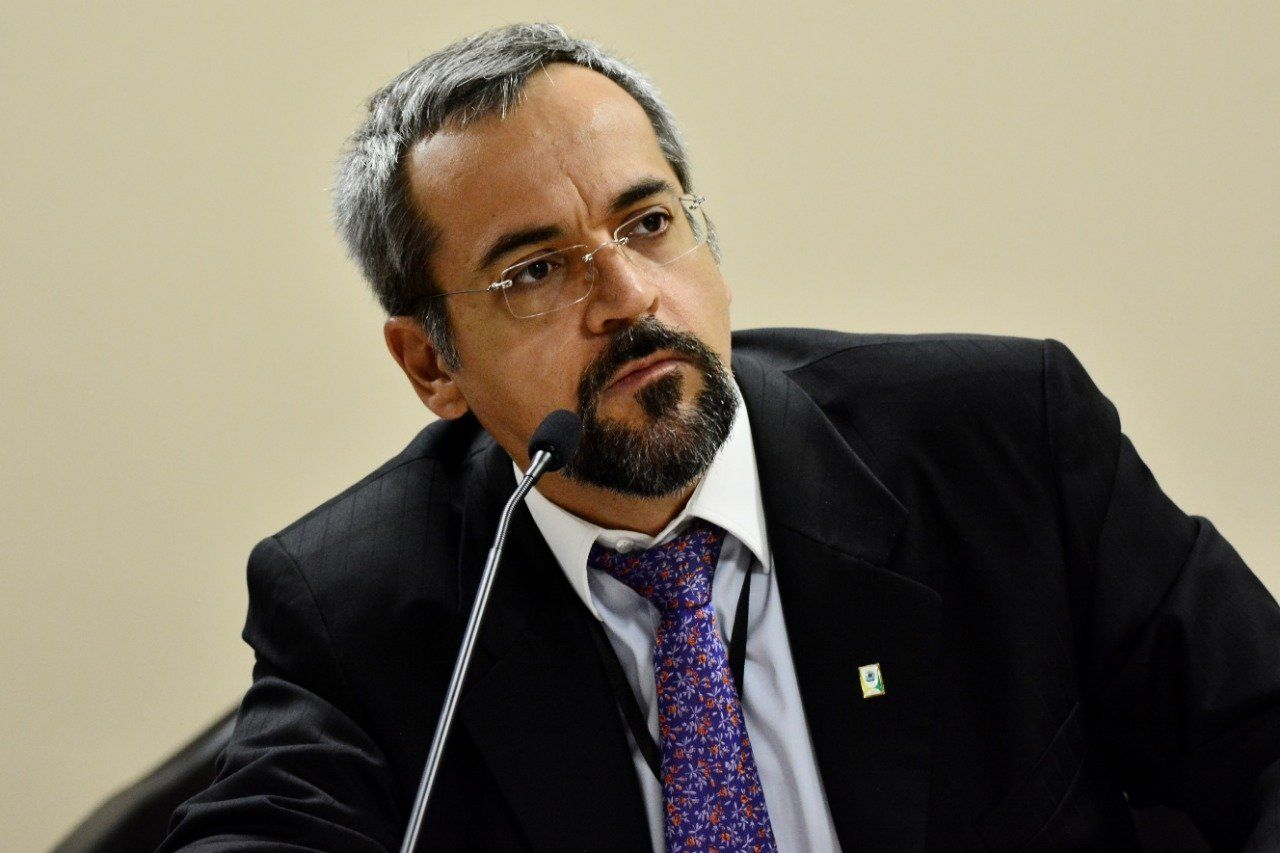 Abraham Weintraub deixa a Secretaria Executiva da Casa Civil para assumir o comando do Ministério...