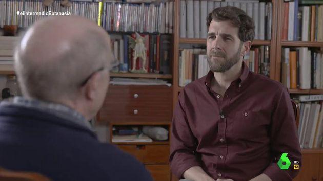 Gonzo se emociona al final de su entrevista a Ángel Hernández en 'El