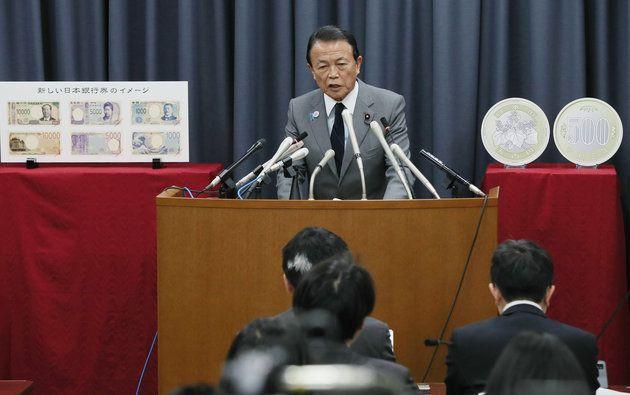 新紙幣について会見を行う麻生太郎財務相