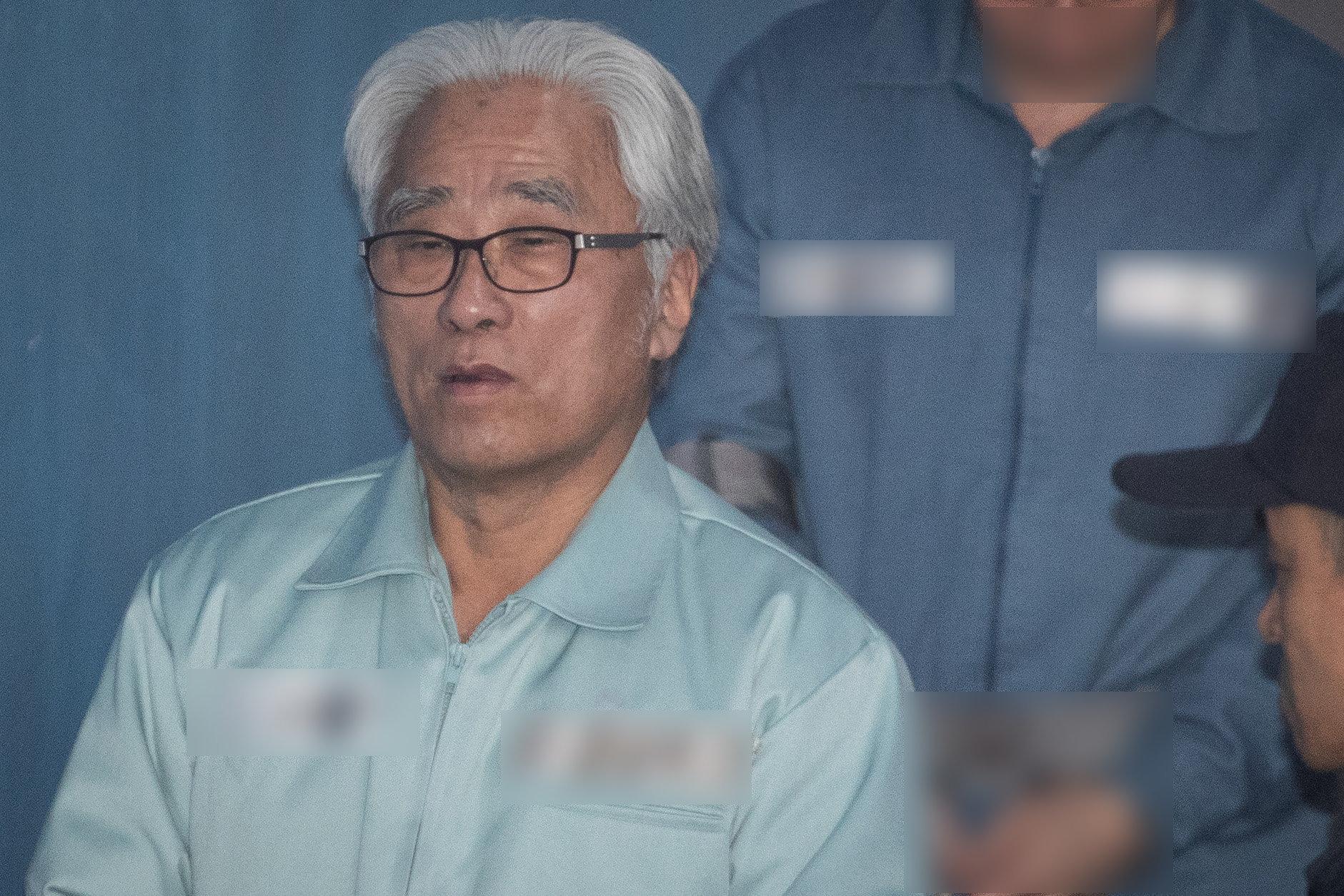'상습 성폭력 혐의' 이윤택의 형량이 1년
