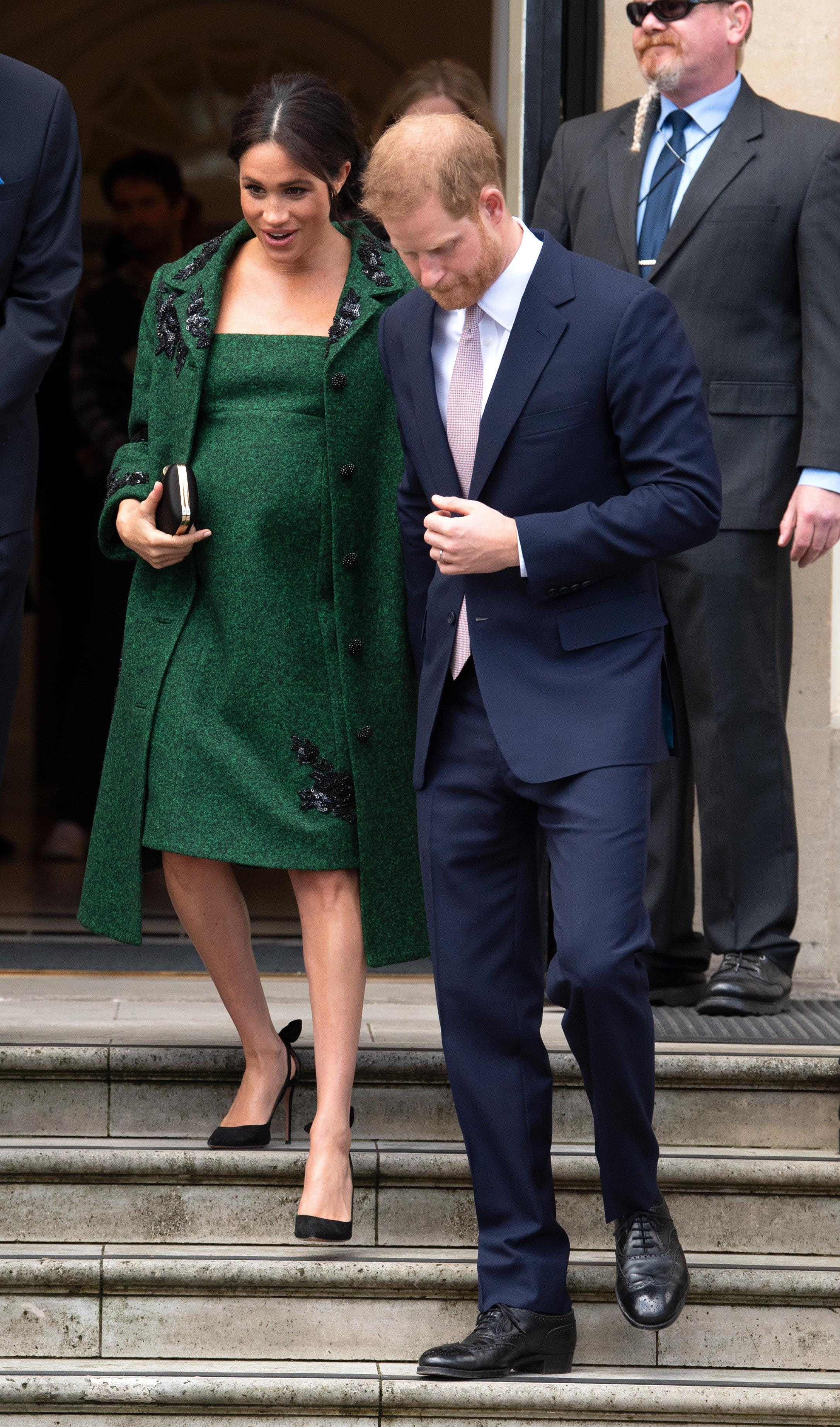 메건과 해리 영국 왕족 부부가 뱃속 아이의 미국 세금을 걱정하는