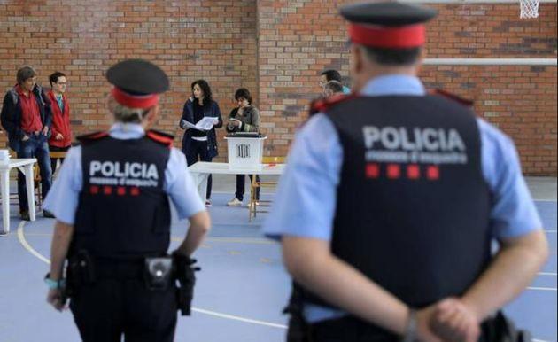 Una juez de Barcelona procesa a altos cargos del Govern por el referéndum ilegal del