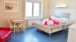 Dans cette maternité de Grenoble, les deux parents peuvent dormir ensemble dans un lit