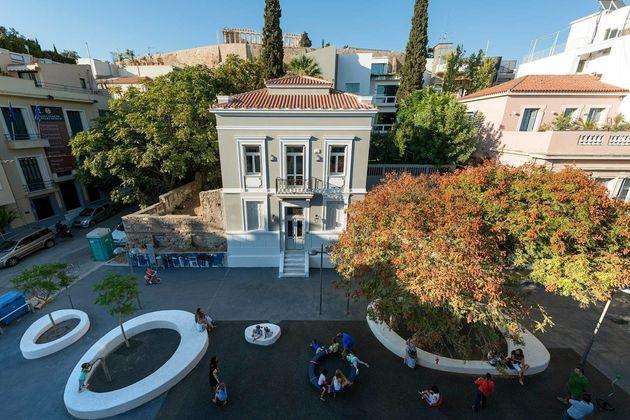 Τι κοινό έχουν οι φοιτητικές εστίες στην Πάτρα, παιδικές χαρές στην Αθήνα και η Βελγική