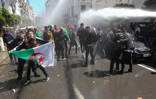 La répression de la manifestation des étudiants, le 9 avril 2019 à