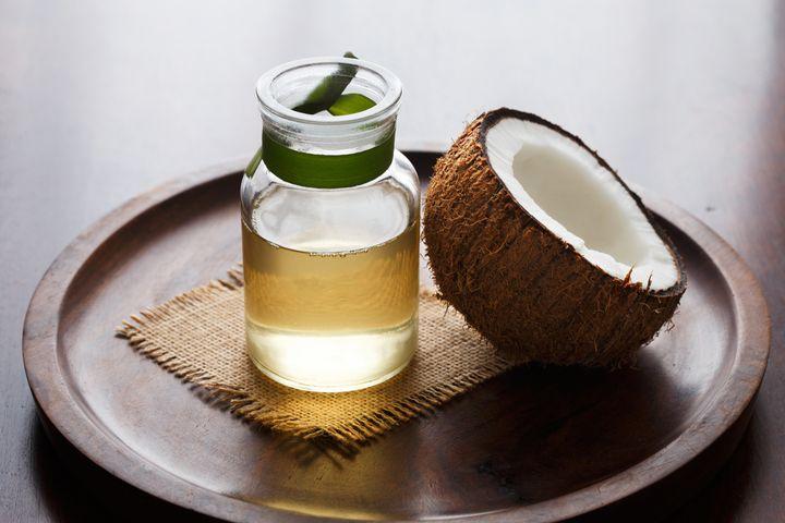 Óleo de coco precisa ser consumido com moderação.