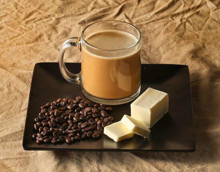 Café com manteiga e óleo é uma explosão de gordura.