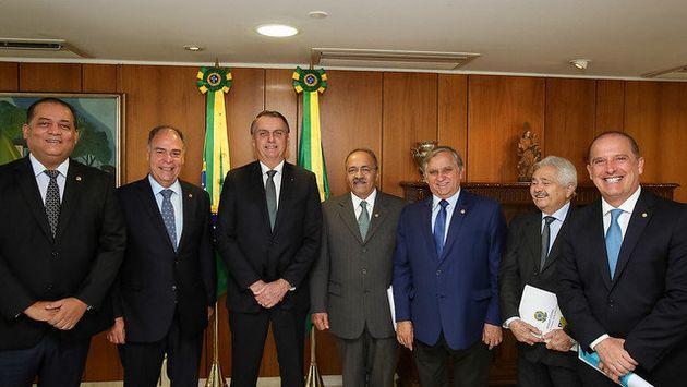 Izalci em encontro em março com Bolsonaro e os senadores Fernando Bezerra Coelho (MDB-PE), Eduardo...