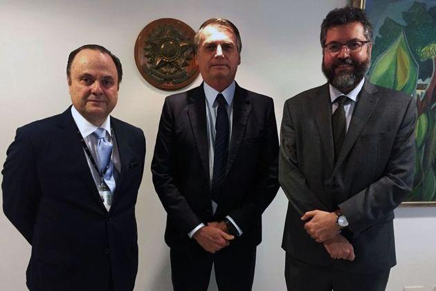 Vilalva, Bolsonaro e Araújo, logo depois da escolha do embaixador para assumir a