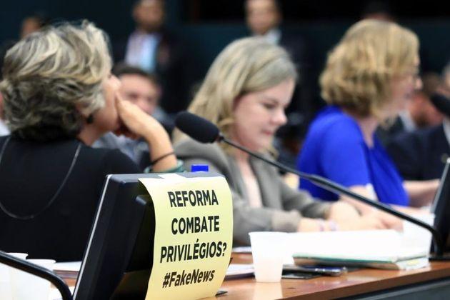 Questionamentos da oposição atrasaram leitura do parecer da reforma da