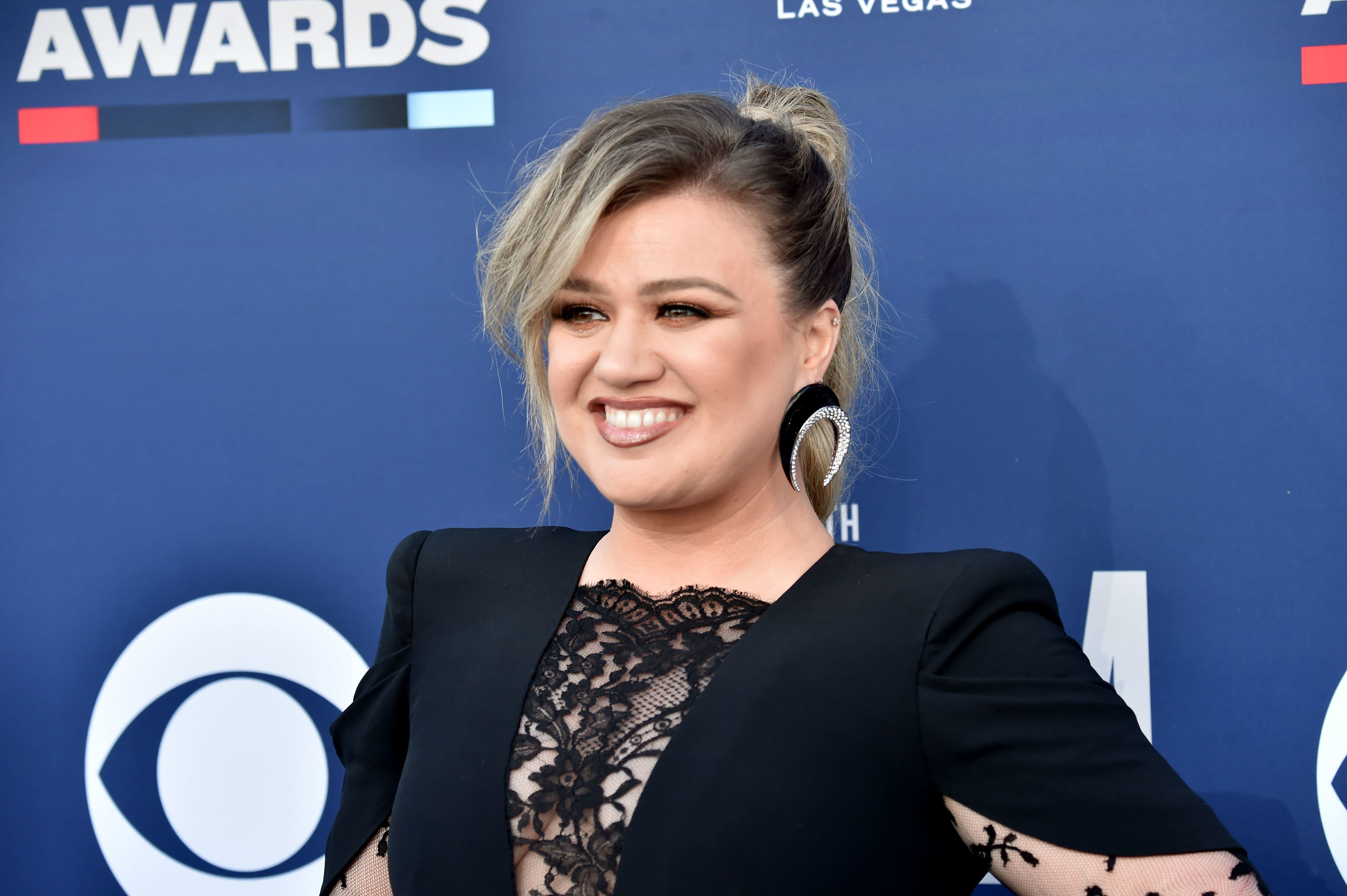 LAS VEGAS, NEVADA - APRIL 07: Kelly Clarkson attends the 54th Academy Of Country Music Awards at MGM Grand Hotel & Casino on April 07, 2019 in Las Vegas, Nevada. (Photo by Jeff Kravitz/FilmMagic)