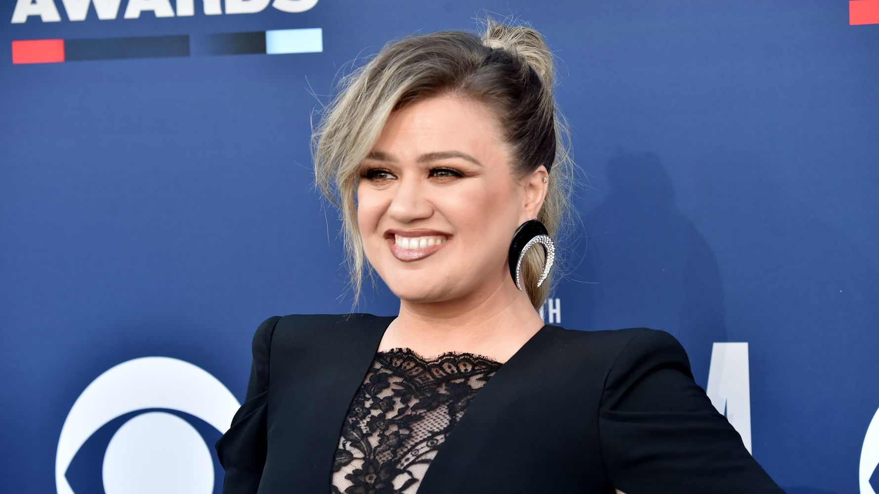 Kelly Clarkson Was Mistaken For A Seat Filler And Handled