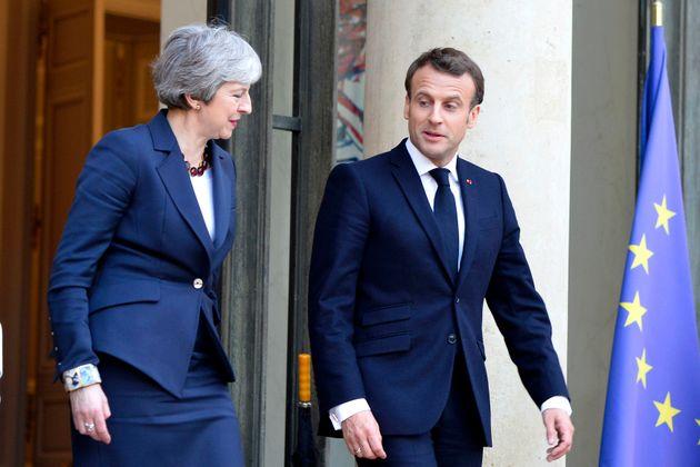 Brexit: l'Élysée ouvre la porte au report, mais agite encore le bâton du
