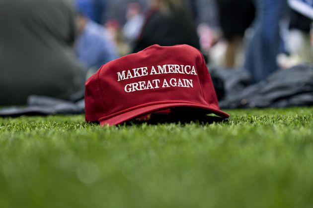 전 세계 백인 극단주의자들은 어떻게 트럼프의 상징을