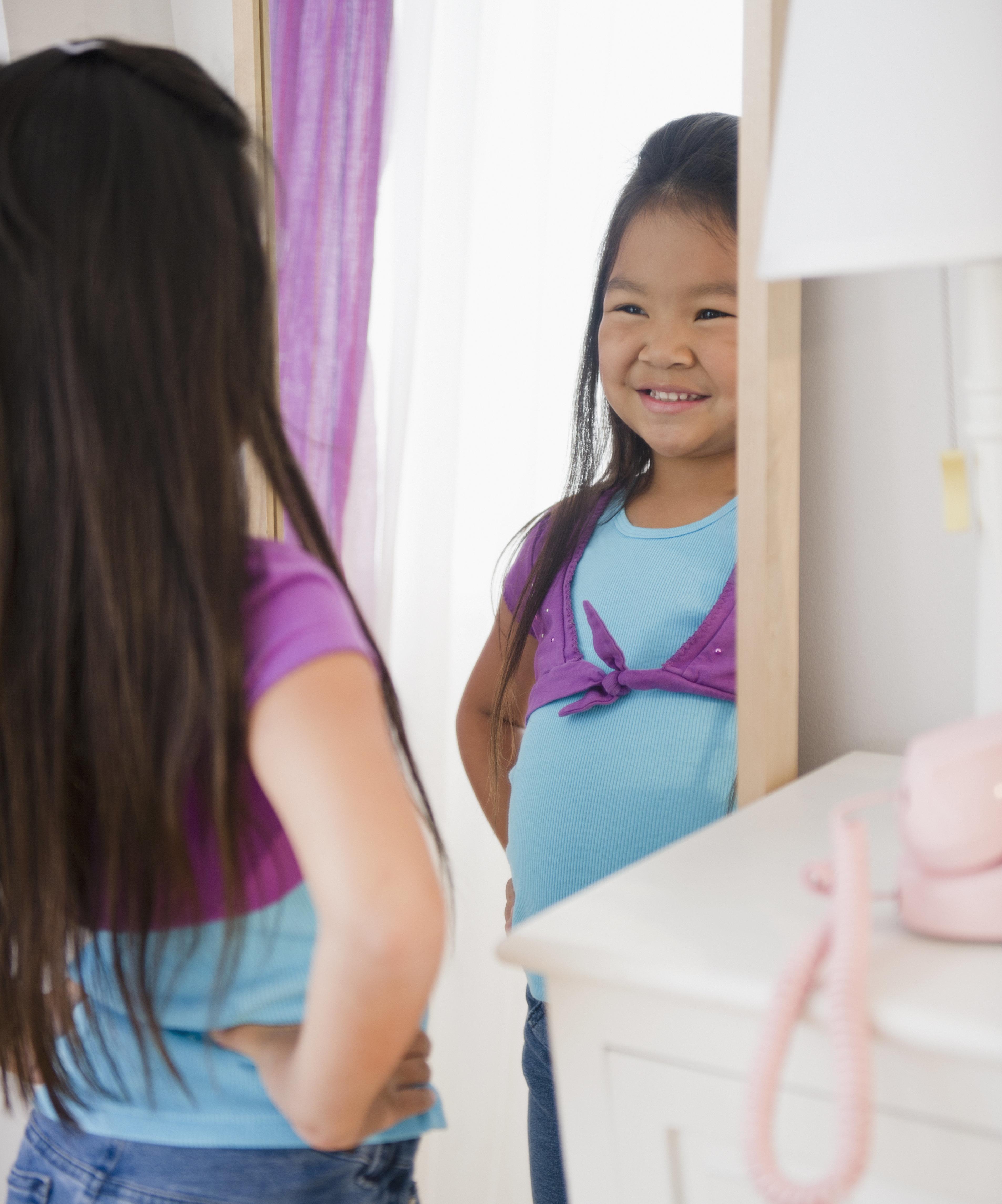 外見にとらわれない「ボディ・ポジティブ」な子供を育てるため、親ができる10の方法