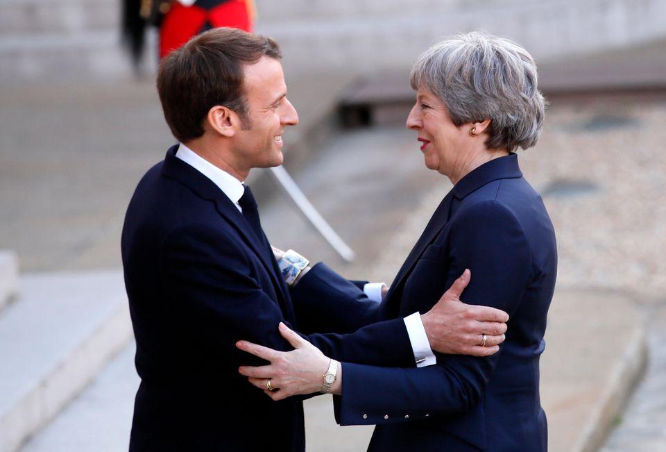 테레사 메이 영국 총리(오른쪽)은 10일 EU 특별정상회의를 앞두고 프랑스와 독일을 각각 방문해 브렉시트 연기 필요성을
