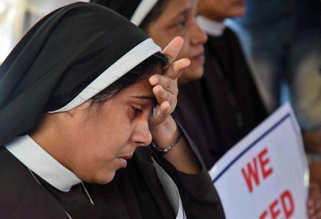 Καθολικός επίσκοπος βίαζε επί δύο χρόνια μια μοναχή - Για πρώτη φορά στα χρονικά απαγγέλθηκαν